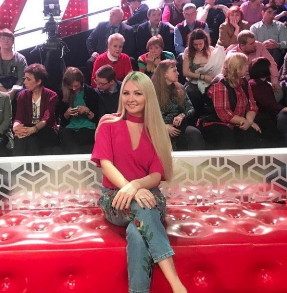 Дарья Пынзарь надела неудачный наряд розового цвета