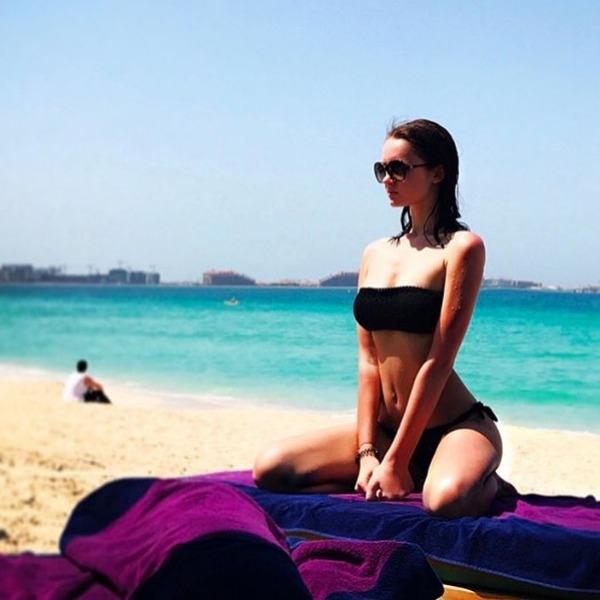 Дочь певицы Славы оголилась на заграничном пляже