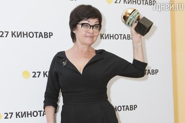 Юлия Высоцкая снова соперничает с Ксенией Раппопорт