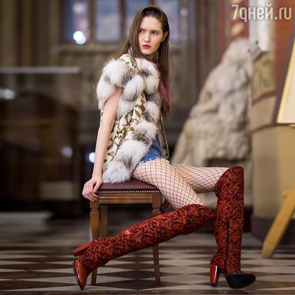 Вика Цыганова поразила заморских гостей своими нарядами