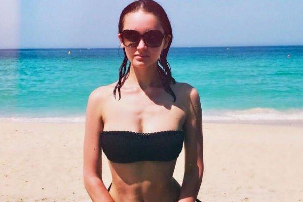Дочь певицы Славы Александра опубликовала фото в купальнике