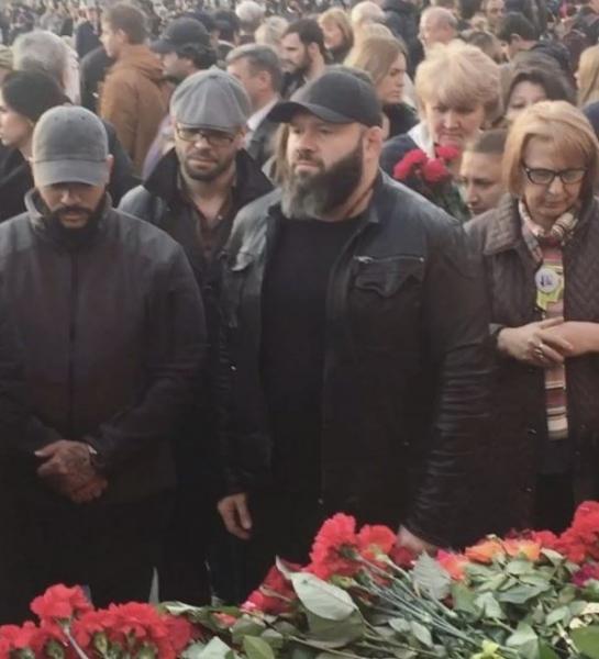 """Тимати обозвали """"клоуном"""" во время митинга """"Питер, мы с тобой"""" на Манежной площади"""