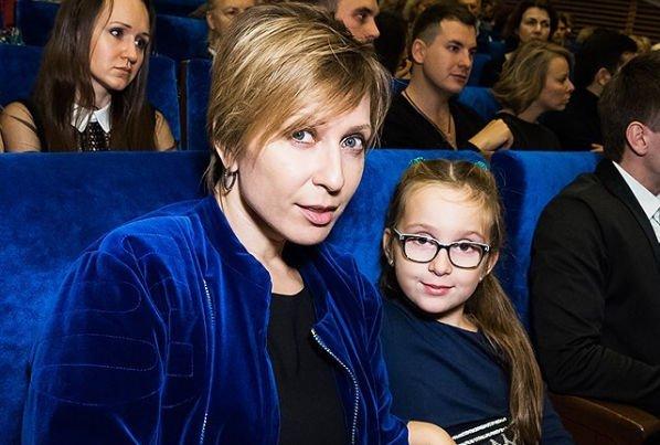 Яна Чурикова беспокоится о будущем дочки