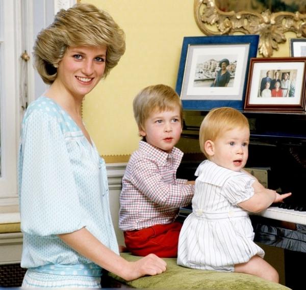 Принц Уильям до сих пор испытывает шок от смерти матери