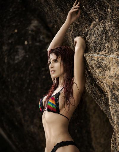 Ольга Романовская взбудоражила обитателей острова фигурой в бикини
