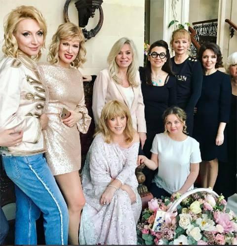 Алла Пугачева закатила вечеринку для друзей в замке