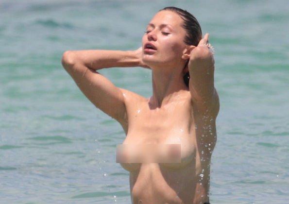 Виктория Боня оголилась на пляже