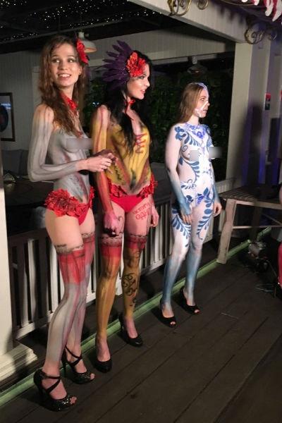 Фредерик Бегбедер повеселился с голыми моделями в центре Москвы