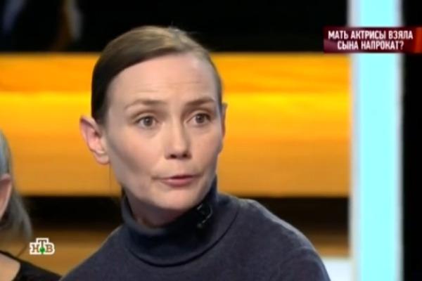 Мать актрисы Екатерины Мадалинской вернула мальчика в детский дом