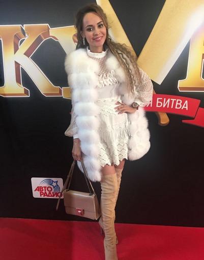 Ольга Бузова одарила Дмитрия Нагиева страстным поцелуем
