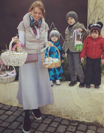 Куличи, цветные яйца и кролики: как Пынзарь, Навка и Галкин отметили Пасху