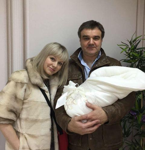 Натали поделилась первыми фото новорожденного сына