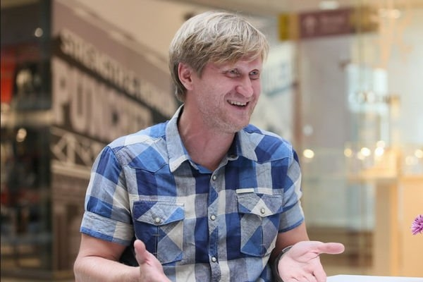 Андрей Рожков доверяет свою зарплату жене