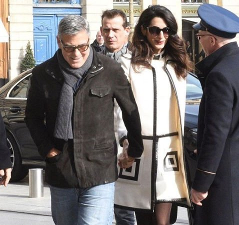 Беременная жена Джорджа Клуни выгнала его из спальни