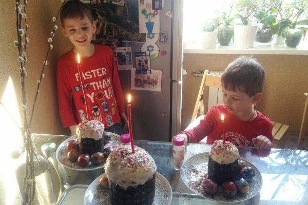 Наталья Лесниковская устроила кулинарный мастер-класс для сыновей. ФОТО