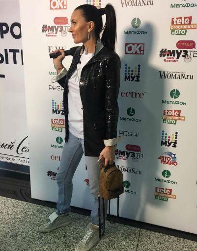 Ольга Бузова зажгла на вечеринке в сапогах за 200 тысяч