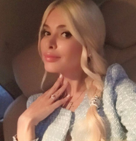 Алена Кравец получила в дар шикарное авто