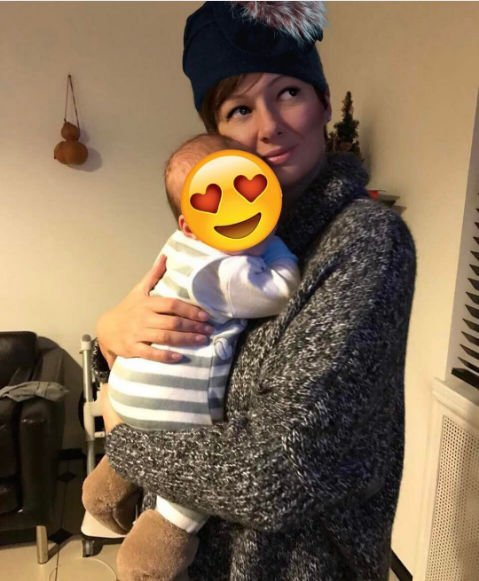 Виктория Талышинская скрывает лицо ребенка