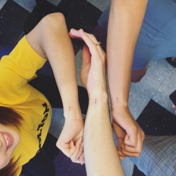 Селена Гомес и актёры её сериала сделали одинаковые татуировки