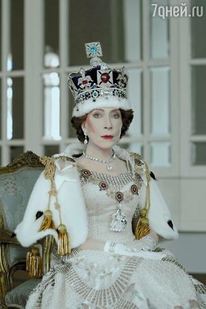 Инна Чурикова примерила на себя корону королевы Елизаветы