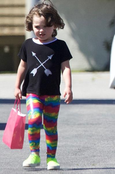 Сын Меган Фокс и Брайана Остина Грина надел платье на детский праздник