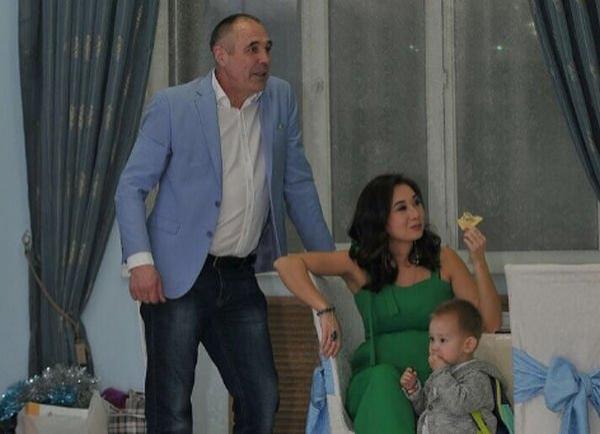 Жена Дмитрия Соколова показала округлившийся животик