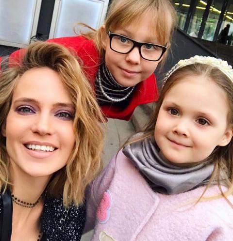Глюк'oZa увезла детей за границу из-за проблем со здоровьем