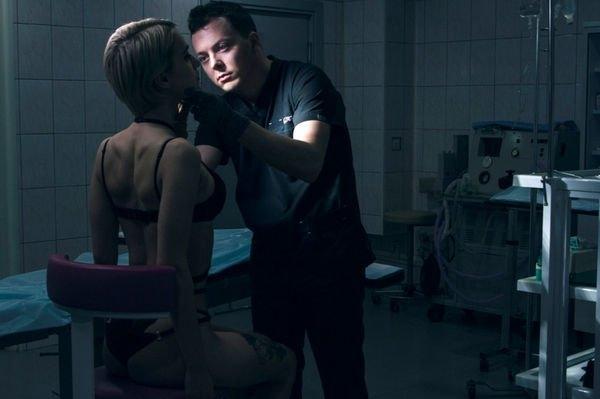 Пластического хирурга обвиняют в недобросовестной работе
