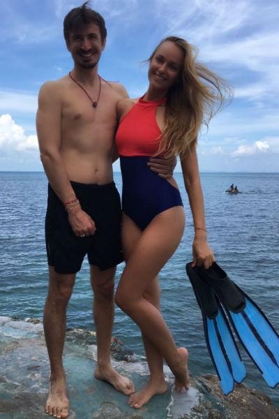 Алексей Лемар показал страсть с супругой на пляже Таиланда