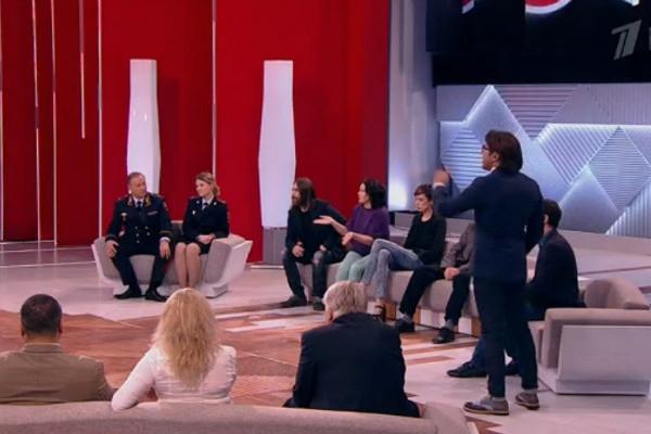 Семья «уличного принца» оправдалась за попрошайничество сына в центре Москвы
