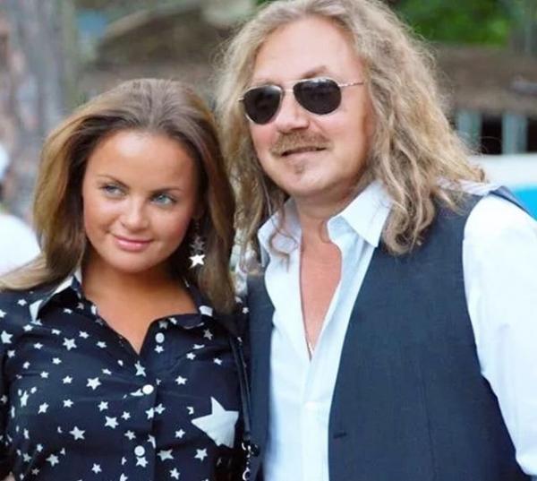 Новый снимок Игоря Николаева и Юлии Проскуряковой «развязал» войну между поклонниками