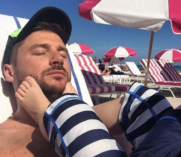 Сергей Лазарев отправился с сыном на отдых