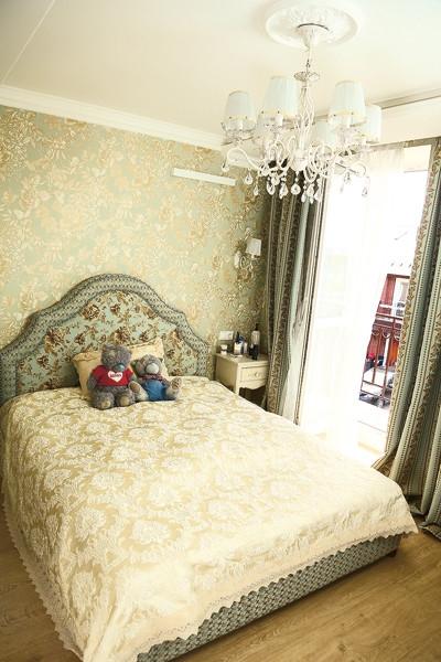 Антон Гусев и Виктория Романец переехали в трехэтажный особняк