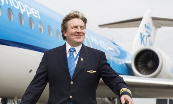 Король Нидерландов тайно работает пилотом