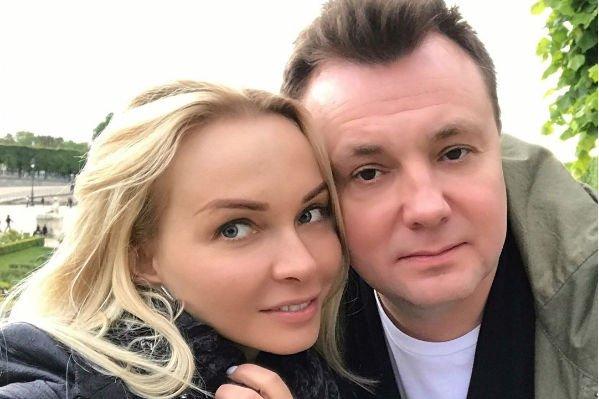 Наталья Варвина с супругом отправилась на свидание в Париж