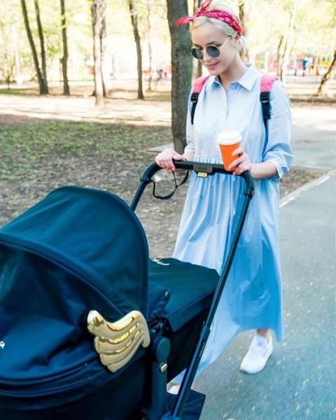 Полина Гагарина впервые рассказала о новорожденной дочери