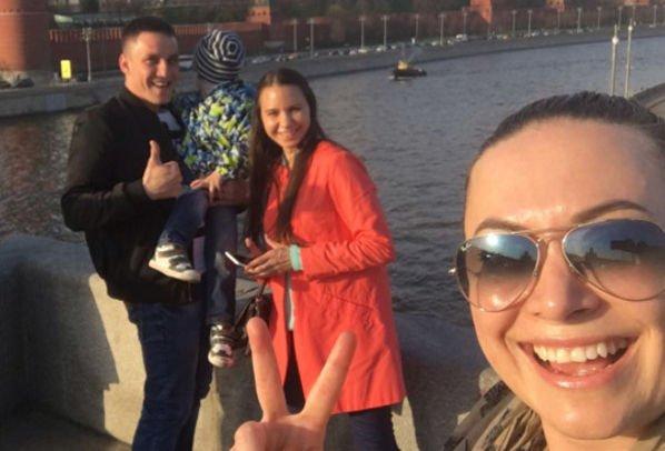 Наталья Фриске прогулялась по Москве с племянником