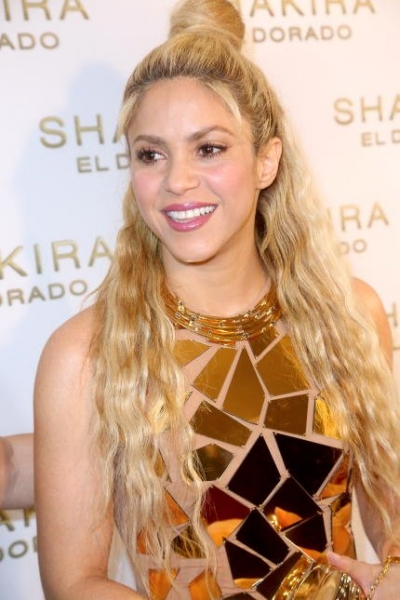 «Золотой» наряд Шакиры вызвал бурное обсуждение в сети
