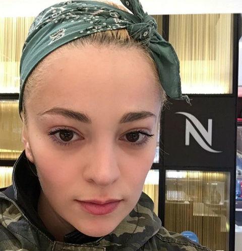 Теона Дольникова перестала скрывать лицо сына