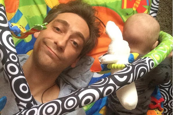 Артем Ткаченко отправился за границу вместе с маленьким сыном