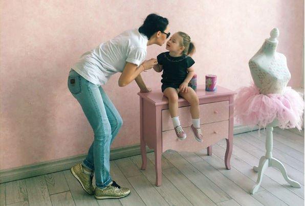 Дочка Элины Камирен пробует себя в роли модели