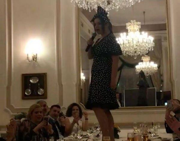 Наташа Королева станцевала на столе