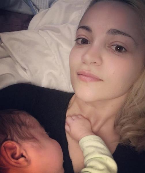 Теона Дольникова поделилась фотографией сына