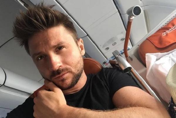 Сергей Лазарев показал редкое фото со своего последнего звонка