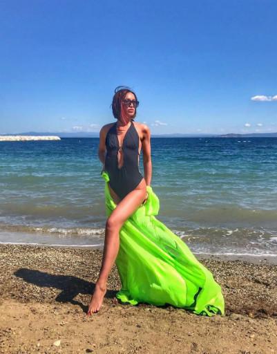 Ольга Бузова взорвала горячими танцами греческий курорт