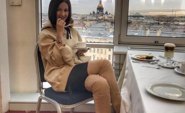 Ольга Бузова произвела фурор откровенным брючным костюмом