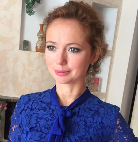 Елена Захарова сразила публику откровенным платьем