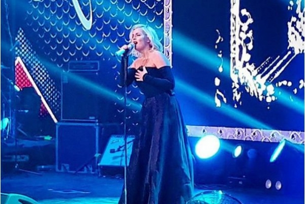 Недавно второй раз ставшая мамой Полина Гагарина выступила на сцене