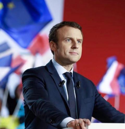 Президент Франции Эммануэль Макрон встал на защиту супруги