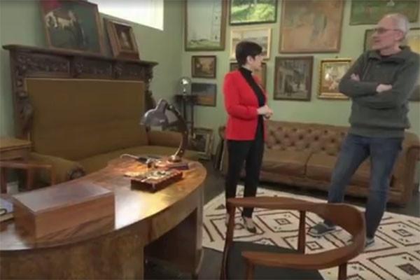 Александр Гордон устроил экскурсию по своему роскошному особняку